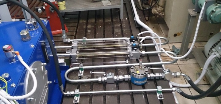 zarizeni-pro-mereni-hydraulickeho-razu-na-oleji